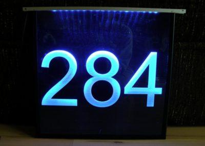 grawerowane laserem liczby